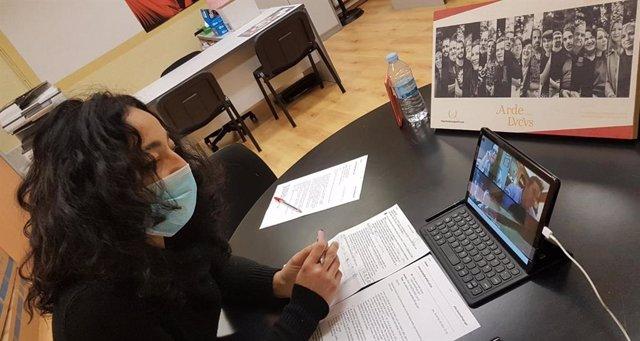 La edil de Juventud del Ayuntamiento de Lugo, Ana González Abelleira, se reúne telemáticamente con las asociaciones del Arde Lucus