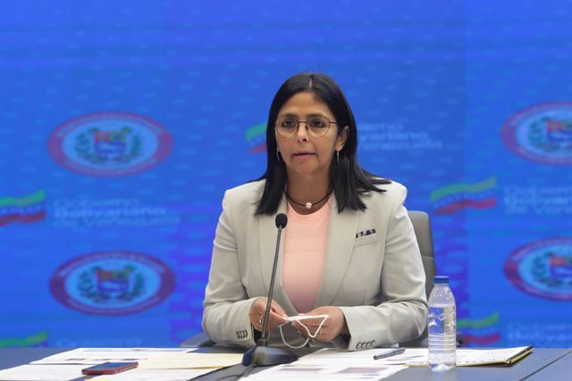 Archivo - HANDOUT - 18 June 2020, Venezuela, Caracas: Venezuela's vice president Delcy Rodriguez prepares to deliver a statement. Rodriguez has accused the World Bank, presided by David Malpass of intending to block Venezuelan institutions and favor US co