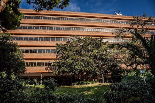 Archivo - Arxiu - Exterior del Departament d'Educació de la Generalitat de Catalunya, situat a la Via Augusta de Barcelona.