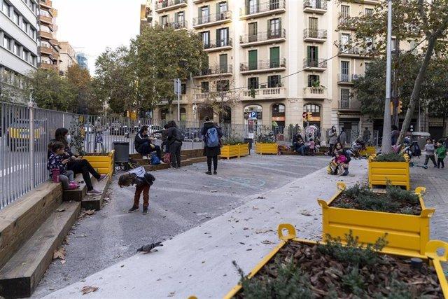 Zona escolar pacificada a Barcelona