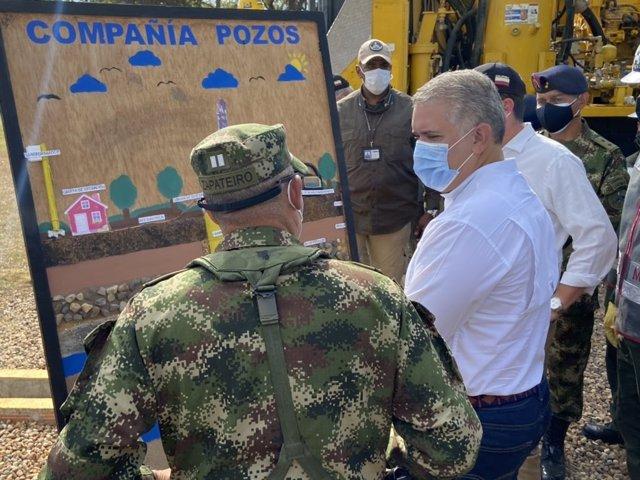 El comandante de las Fuerzas Armadas de Colombia, Enrique Zapateiro, junto al presidente Iván Duque