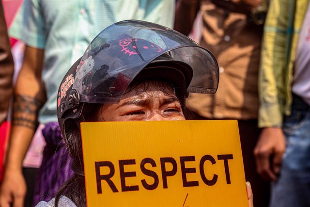 18 February 2021, Myanmar, Mandalay: A protester is seen crying while taking part in a demonstration outside Aung Myay Thar Zan Township court against the arrest of Mandalay region Chief Minister Zaw Myint and Mayor Ye Lwin and the military coup in Myanma