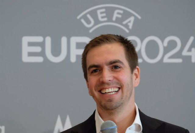Archivo - 08 December 2020, Saxony, Leipzig: Former German soccer team captain and managing director of DFB EURO GmbH, Philipp Lahm, attends a press conference on the status of Leipzig's preparations for the upcoming UEFA EURO 2024. UEFA has selected the