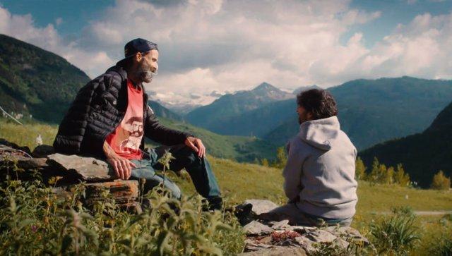 Pau Dones y Jordi Évole en el documental Eso que tú me das