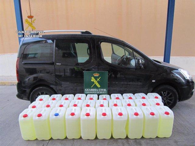 Imagen de los 900 litros de gasolina aprehendidos por la Guardia Civil en Melilla.