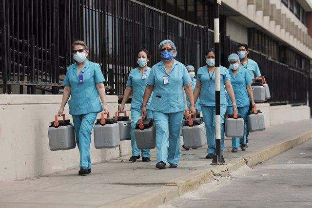 Traslado de vacunas contra la COVID-19 en Perú.