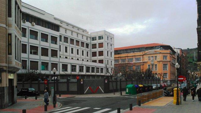 Escuela de Magisterio de la BAM y Colegio Cervantes en Bilbao