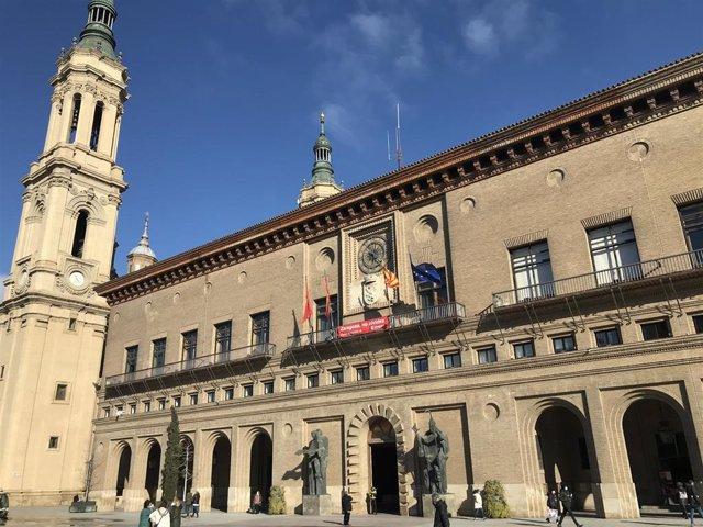 Archivo - Fachada principal del Ayuntamiento de Zaragoza