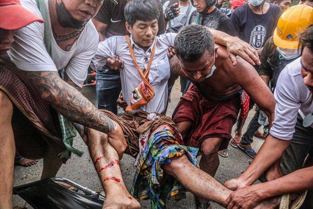 Protestes en Mandalay (Birmània) contra l'Exèrcit