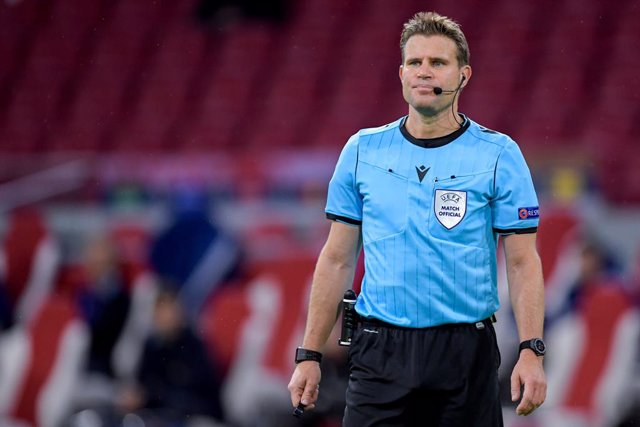 Archivo - Referee Felix Brych during the UEFA Champions League, Group Stage, Group D football match between Ajax and Liverpool on October 21, 2020 at Johan Cruijff ArenA in Amsterdam, Netherlands - Photo Gerrit van Keulen / Orange Pictures / DPPI