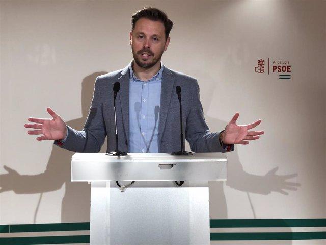 El diputado autonómico del PSOE, Juan José Martín Arcos, este domingo en rueda de prensa.