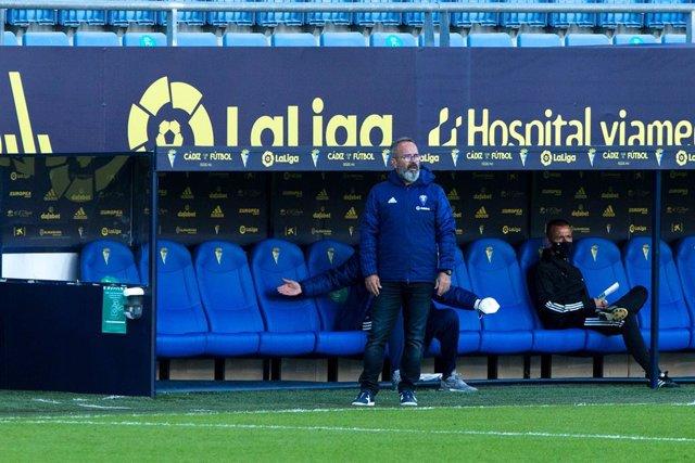 Archivo - Alvaro Cervera, coach of Cadiz, during LaLiga, football match played between Cadiz Club Futbol and Real Sociedad Club de Futbol at Ramon de Carranza Stadium on November 22, 2020 in Cadiz, Spain.
