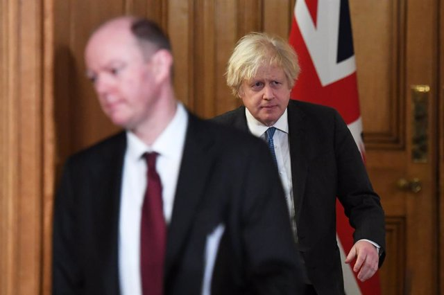 15 February 2021, United Kingdom, London: UK Prime Minister Boris Johnson (R) and Chief Medical Officer Chris Whitty arrive for during a media briefing on coronavirus (COVID-19). Photo: Stefan Rousseau/PA Wire/dpa