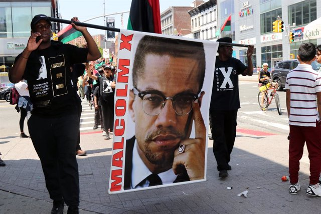 Archivo - 19 May 2019, US, New York: People march during a celebration ceremony to mark the birthday of the African-American human rights activist Malcolm X. Photo: G. Ronald Lopez/ZUMA Wire/dpa