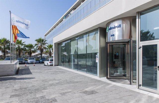 Archivo - El centro de I+D de Almirall en Sant Feliu de Llobregat