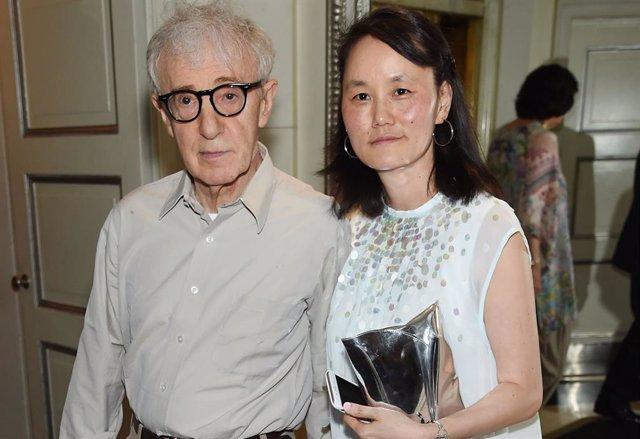 Woody Allen y su mujer Soon-Yi Previn