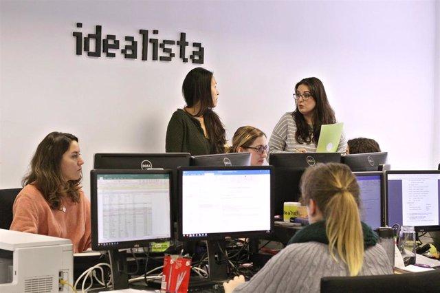 Archivo - Trabajadores de la empresa Idealista, comprada por el fondo EQT en 2020.