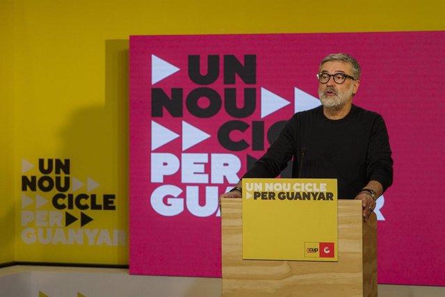 El número 2 de la CUP a las elecciones catalanas, Carles Riera, en rueda de prensa para valorar la jornada de los comicios este domingo 14 de febrero