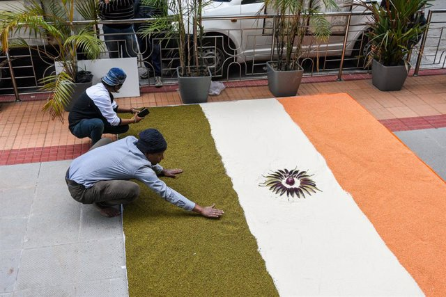 29 January 2021, India, Kolkata: Demonstrators drew a 11-meters long Indian flag using Rice, lentils , vegetables at the Food department office premises of West Bengal government in Kolkata as part of protests against the government's new agriculture laws