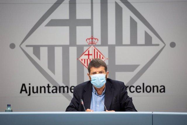 Archivo - Arxiu - El tinent d'alcalde de Barcelona, Albert Batlle, durant la presentació de les mesures per millorar l'operativitat dels Bombers de Barcelona. Catalunya (Espanya), 13 de juliol del 2020.
