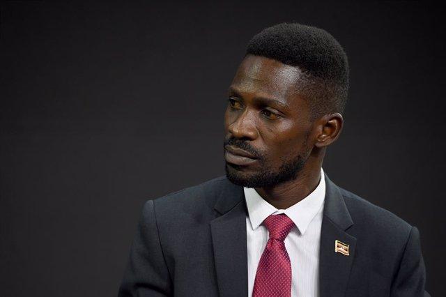 Archivo - El candidato opositor a la Presidencia de Uganda, Robert Kyagulanyi, conocido popularmente como Bobi Wine