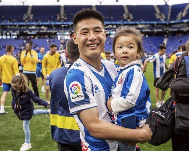 Archivo - El futbolista chino Wu Lei (Espanyol) resume su experiencia en España.