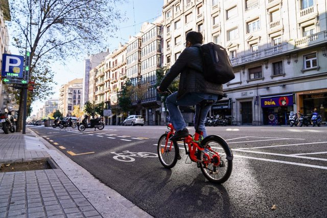 Archivo - Arxiu - Inaugurat el nou carril bici al carrer Aragó de Barcelona.
