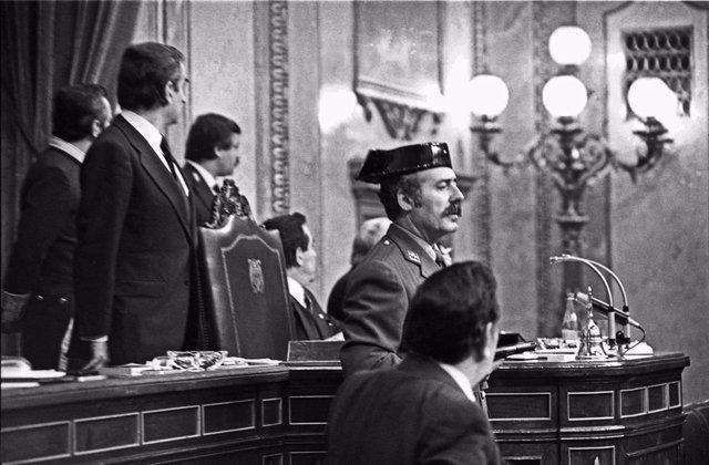 23 FEBRERO 1981 - MADRID, ESPAÑA: El teniente coronel de la Guardia Civil, Antonio Tejero, accede al Congreso de los Diputados durante la segunda votación de investidura de Leopoldo Calvo Sotelo como presidente del Gobierno.
