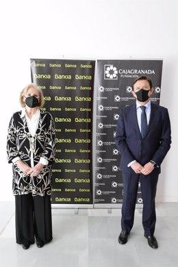 La presidenta de CajaGranada Fundación, María Elena Martín-Vivaldi, y el director corporativo de la Territorial de Bankia en Andalucía, Joaquín Holgado.