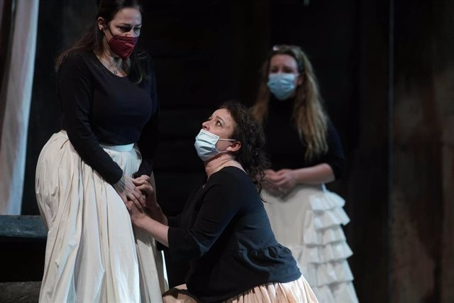Escena del ensayo de 'Norma' en el Teatro Real