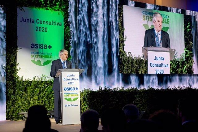Archivo - El Dr. Enrique de Porres, consejero delegado de ASISA, durante la última Junta Consultiva de la compañía.