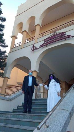 La Agrupación Cultural y Deportiva 'Refinería La Rábida' de Cepsa colabora con el asilo Santa Teresa Jornet.