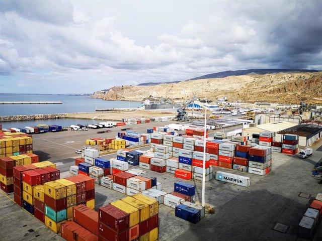 Archivo - Terminal de contenedores del puerto de Almería