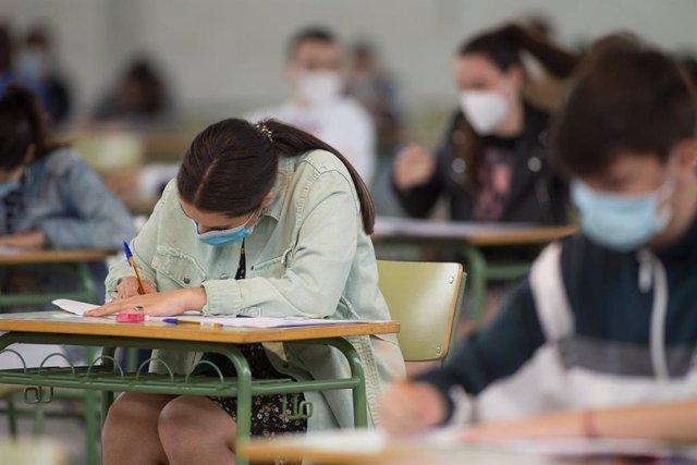 Coronavirus.- Continúa la bajada de casos en los centros escolares de Galicia, que se sitúan en 1.676