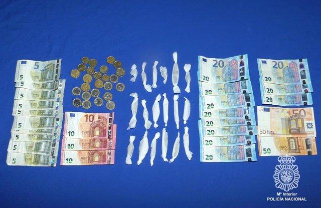 Dinero y droga intervenida.