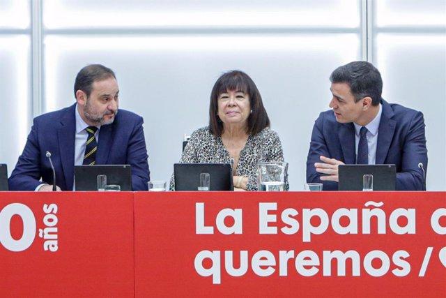 Archivo - Arxiu - (E-D) El ministre de Transports, Mobilitat i Agenda Urbana, José Luis Ábalos, la presidenta del PSOE, Cristina Narbona, i el president del Govern espanyol, Pedro Sánchez.