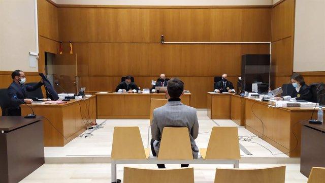 La secció 21 de l'Audiència de Barcelona jutja el militant de La Forja i la CUP Marcel Vivet per presuntes desordres, atemptat i lesions durant la protesta 'Holi' contra Jusapol el 2018. Catalunya (Espanya), 22 de febrer del 2021.