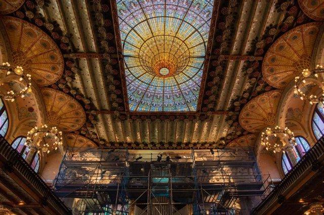 Archivo - Interior del Palau de la Música, que presenta la restauración del conjunto escultórico del escenario, en Barcelona, Catalunya (España), a 20 de mayo de 2020.