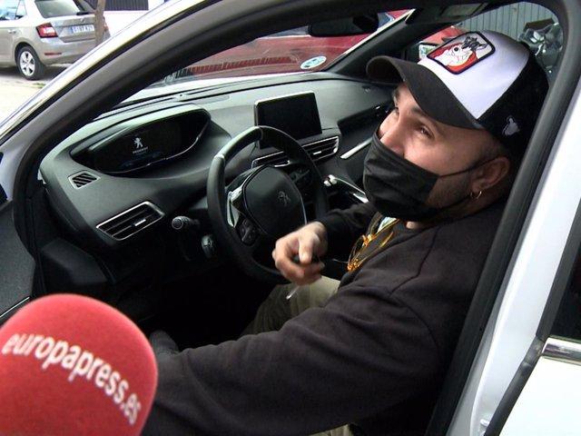 Kiko Rivera sale de casa en coche