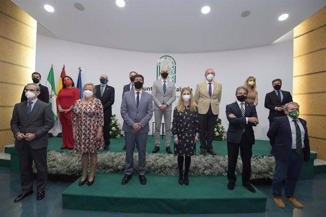 Juan Marín y Ana Mestre con los galardonados de la provincia por el Día de Andalucía
