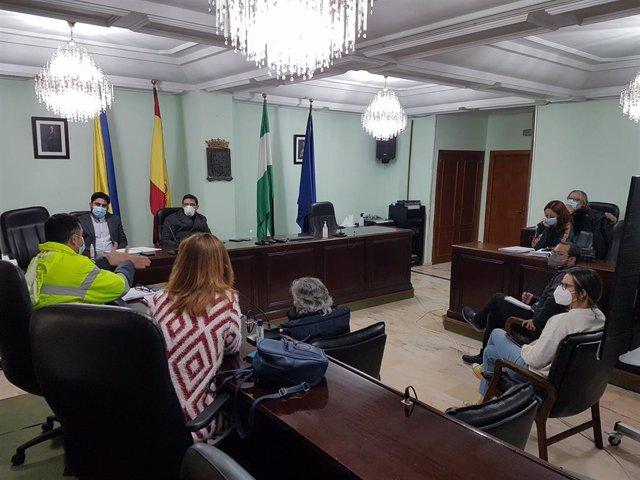 Reunión de Ismael Sánchez en el Ayuntamiento de San Juan con representantes  del servicio de limpieza