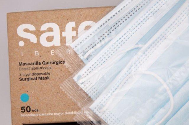 Archivo - Una mascarilla fabricada por la empresa Safe Iberia