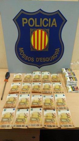 Los 1.000 euros en efectivo que encontraron los Mossos d'Esquadra tras el registro de los presuntos ladrones