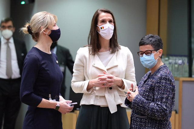 HANDOUT - 22 February 2021, Belgium, Brussels: (L-R) Estonian Foreign Minister Eva-Maria Liimets, Belgian Foreign Minister Sophie Wilmes and Spanish Foreign Minister Arancha Gonzalez Laya attend an EU Foreign Ministers meeting at the European Council buil