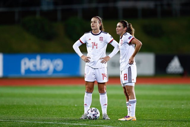 Archivo - Alexia Putellas and Mariona Caldentey of Spain looks on during UEFA Women Eurocup football match played between Spain and Moldova at Ciudad del Futbol on november 27, 2020, in Las Rozas, Madrid, Spain