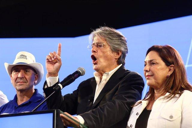 El candidato presidencial conservador ecuatoriano, Guillermo Lasso
