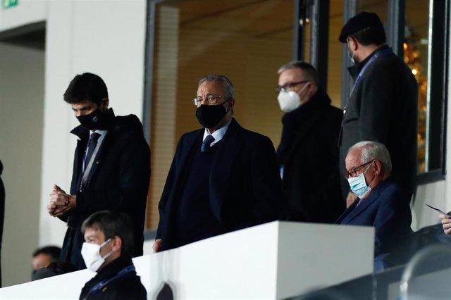 Archivo - Florentino Pérez en el palco del Estadio Alfredo Di Stéfano durante un partido del Real Madrid
