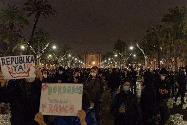 Manifestación en Barcelona en la séptima noche de protestas por el encarcelamiento del rapero Pablo Hasel