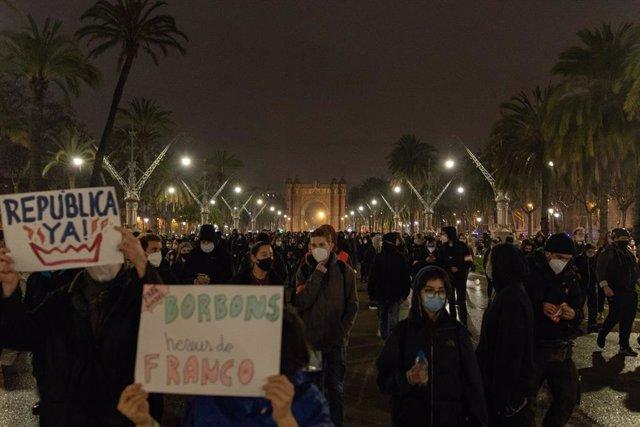 Manifestació a Barcelona en la setena nit de protestes per l'empresonament del raper Pablo Hasel