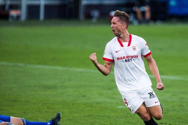Archivo - Luuk de Jong celebra ujn gol con el Sevilla en LaLiga Santander 2020-2021